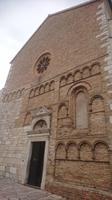 Kirchenportal mit verschiedenen Baustilepochen, Senj