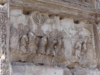 Titusbogen - hier Darstellung Römer bringen wichtiges Heiligtum (siebenarmiger Leuchter) der Juden nach Rom