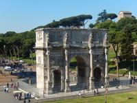 Auch den Triumphbogen von Kaiser Konstantin kann man vom Kolosseum aus wunderbar betrachten