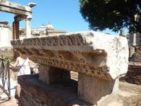 Nicht viel ist vom Haus der Vestalinnen übrig geblieben, die Überreste werden aber dort ausgestellt