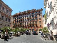 Marilisa zeigte uns die teuersten Wohnungen Roms. 12.000 Euro muss man für einen Quadratmeter in einer Dachwohnung hinlegen