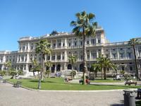 Von dort gingen wir zu Fuß zurück zum Hotel. Dabei kamen wir auch an dem riesigen Justizpalast am Piazza Cavour vorbei