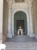 Die Schweizer Garde wacht über den Vatikan, noch heute tragen sie die von Michelangelo entworfene Uniform