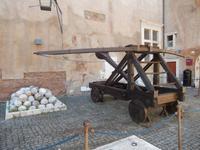 Karrenballisten waren früher wichtige militärische und vor allem mobile Geschütze