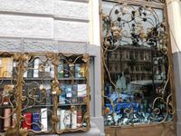 Rom 2018  :Antiquariat hinter Jugendstilfenstern