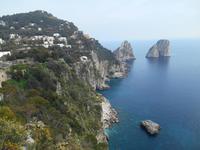 Insel Capri (Ausblick vom Augustusgarten - Faraglioni-Felsen)