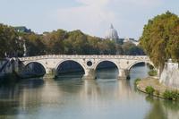 Tiber mit Blick auf Petersdom