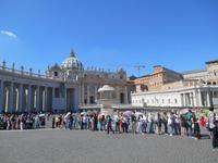 Rom (Petersplatz - Warteschlange vor der Peterskirche)