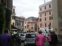 Spaziergang durch die Straßen Roms