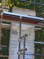 Stück der Berliner Mauer im Vatikanischen Garten