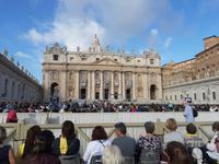 Auf dem Petersplatz zur Papstaudienz.