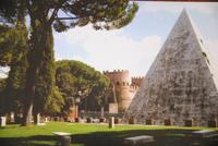 Pyramide des Cestius vom Protestantischen Friedhof aus (Aufnahme von einer Postkarte)