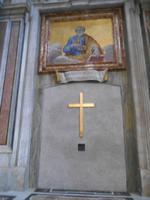 Besichtigung der Peterskirche (Heilige Pforte von innen)