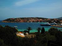023 Sardinien - große Yachten liegen in Porto Cervo