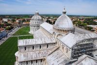 Blick vom Schiefen Turm auf den Dom und das Baptisterium