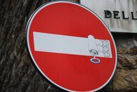 Verkehrszeichen in Florenz ein Kunstobjekt