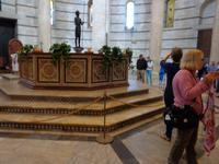 Taufbecken im Baptisterium