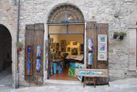 Kunstläden in  den Nebengassen von Assisi