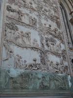 Relief an der Domfassade-Biblische Szenen