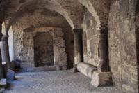 Kreuzgang auf der Akropolis von Lipari Stadt