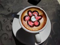 ein Kaffee - mit Liebe zubereitet