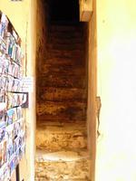 Treppen in den Hauseingängen von Bonifacio