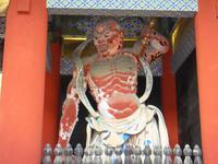 die Wächterfiguren im Toshogu Schrein