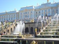 Peterhof: Schloss mit großer Kaskade