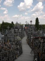 Tausende Kreuze auf einem Berg