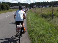 Radgäste während der Fahrt im Baltikum
