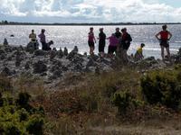 Eberhardt Gäste bei den Wunschsteinhaufen auf Saaremaa