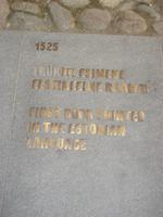Tallinn: Tafel: Hinweis auf das erste in estnischer Sprache gedruckte Buch 1525