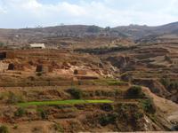 012 Madagaskar - unterwegs nach Antsirabe - Reisfelder und Ziegelbrennereien