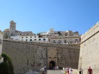 Ibiza - Spaziergang durch die Altstadt - Stadttor