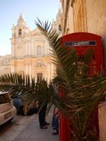 Mdina mit roter Telefonzelle