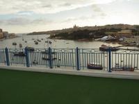 Blick auf Valletta von der Dachterrasse vom Waterfront Hotel