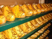 Auch Holzschuhe werden hier hergestellt