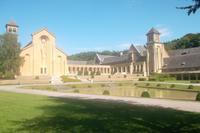 Innenhof der neuen Abtei Orval