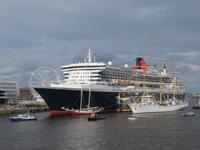 Queen Mary 2 zum 824. Hafengeburtstag