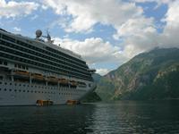 Ausblick vom Tenderboot auf die Costa Magica