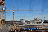 Silja Serenade im Hafen von Stockholm (linkes Schiff) (Stockholm - Helsinki)