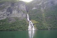 Fahrt auf dem Geirangerfjord (Wasserfall