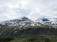 Der Skagatölstindane im Jotunheimen versteckte sich im Neben