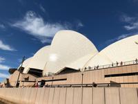 Spaziergang und Blick auf das Sydney Opera House