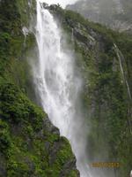 IMG_2409 Tosende Wasserfälle am Milford Sound