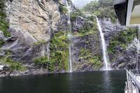 Wasserfälle an den Fjorden im Milford Sound