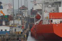 In der Mirafloresschleuse Panamakanal