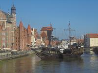 Danzig, Mottlau-Ansicht mit Krantor und hist. Segelschiff