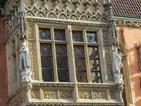 Ratsherr am Prunkerker der Südfassade des Rathauses