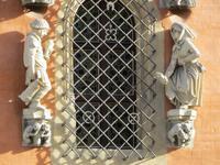 Bengel und Magd am Rathaus oberhalb des Eingangs zum Schweidnitzer Keller